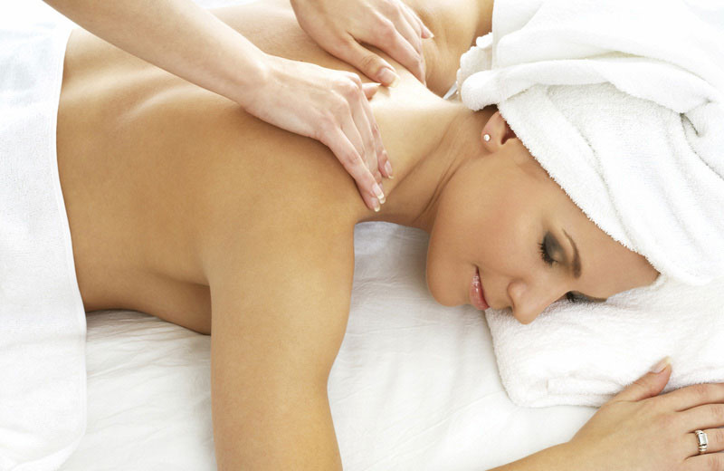 Treatments_Spa_Frau_Massage_Handtuch_800_520.jpg